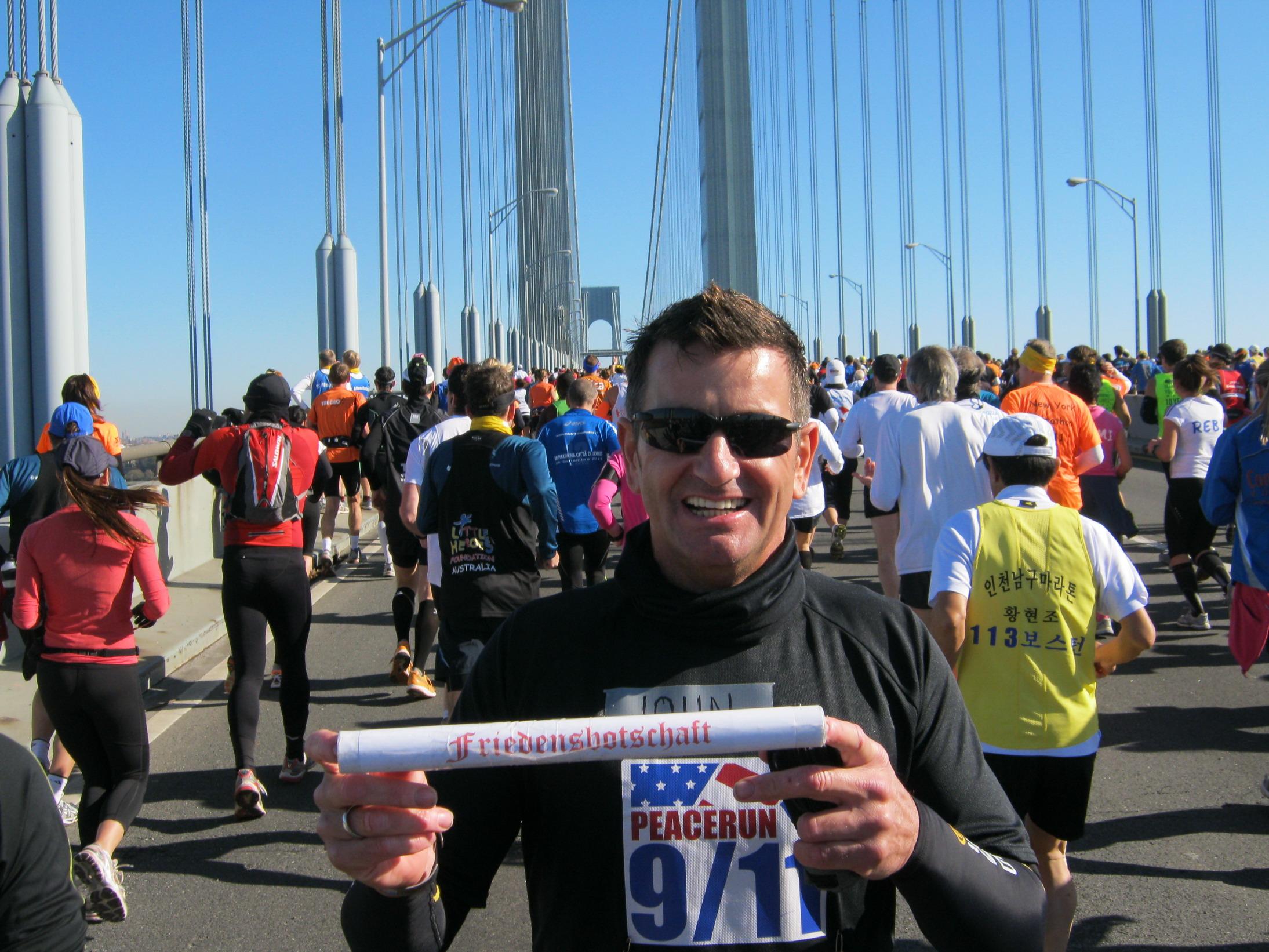 2011-11-06-ny-jmg-mit-friedensbotschaft-marathon_bildgroesse_aendern