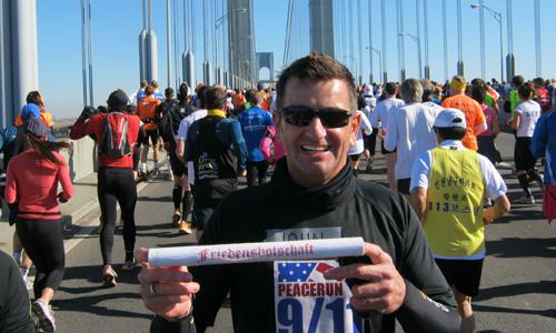 2011-11-06-ny-jmg-mit-friedensbotschaft-marathon_bildgroesse_aendern_500x300