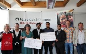 Sportler 4 a childrens world mit Danuta Sacher (tdh) und Vertretern unserer Freunde von der Ahmadiyya Gemeinde Osnabrück
